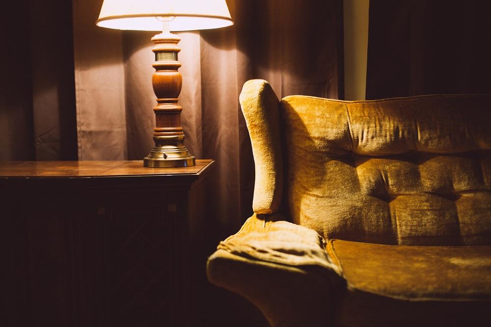 Czy warto kupować meble po renowacji?
